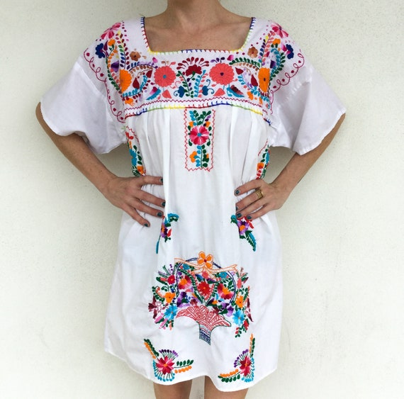 Beautiful 1970s Mexican Floral Embroidered Boho Dr