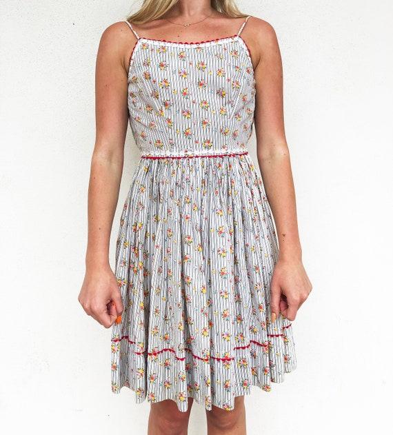 Juniors 50s floral sleeveless summer dress