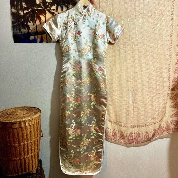 Vintage 1990's Chinese Cheongsam Embroidered Souve