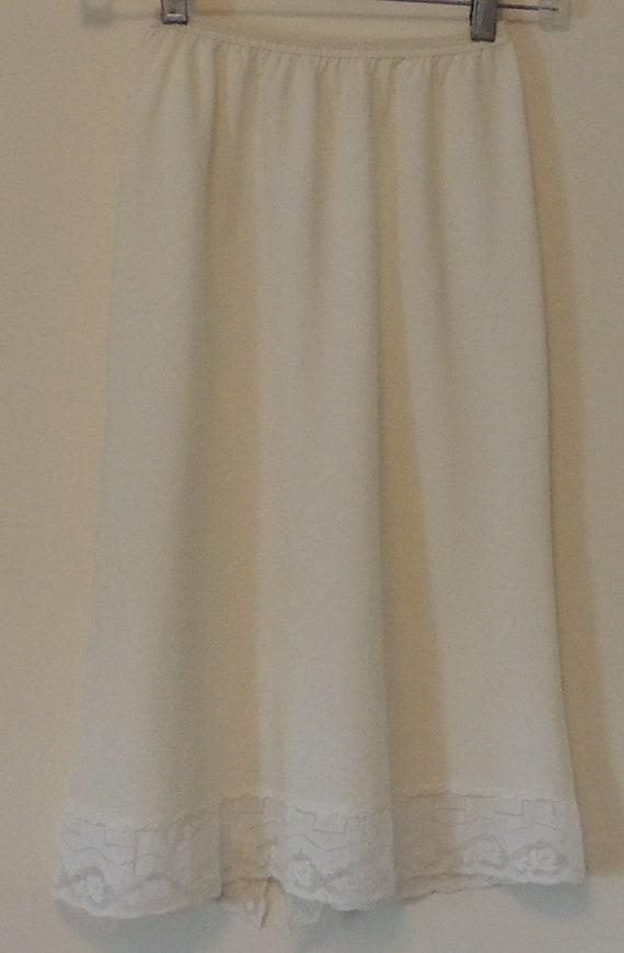 """Vintage «Maid parisien» jupon Ivoire Sz petit 24"""" Long dentelle garniture Dacron, Nylon et coton élastique à la taille belle conditionnent costumes Vintage"""