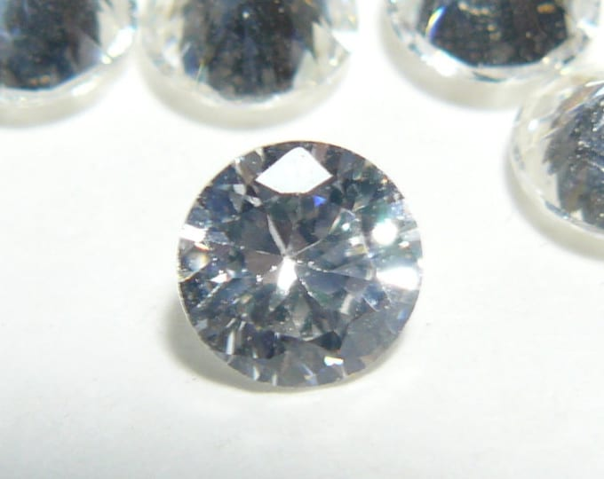 17 CZ gemstones, 3 6mm and 14  6.5mm, brilliant faceted gems, lot of 17   (js71901)