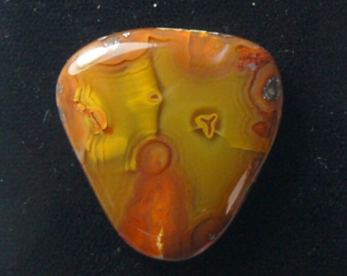 Agate Cabochon, 27 x 28 x 6 mm, possibly Coyamito Agate, finished on all sides (c83105)