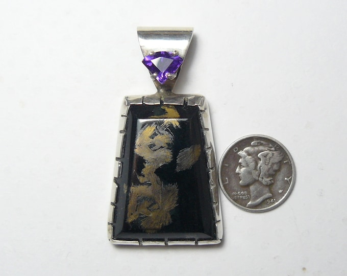 Victorville Black Jade SS pendant, electroplated Magnetite with 24kg, with 7x14 mm trillion Amethyst (j51801)