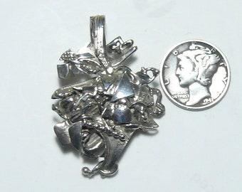 Sterling Silver artistic SS scrap pendant. (j12911