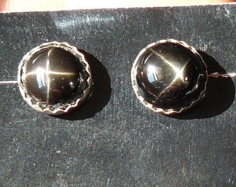 Black Star Diopside, 9 mm round cab stud earrings, 4 ray star (e71102)