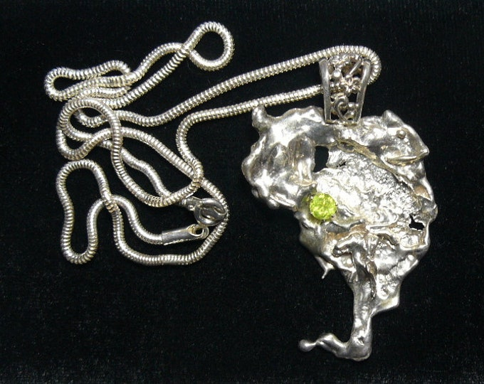 """Peridot and Sterling Silver artistic pendant and SS 20"""" seamless chain (j72003)"""