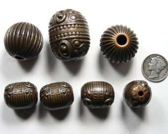 7 Vintage Tibetan style antique (copper or brass) beads (used), 34.7 grams. (jb5411)
