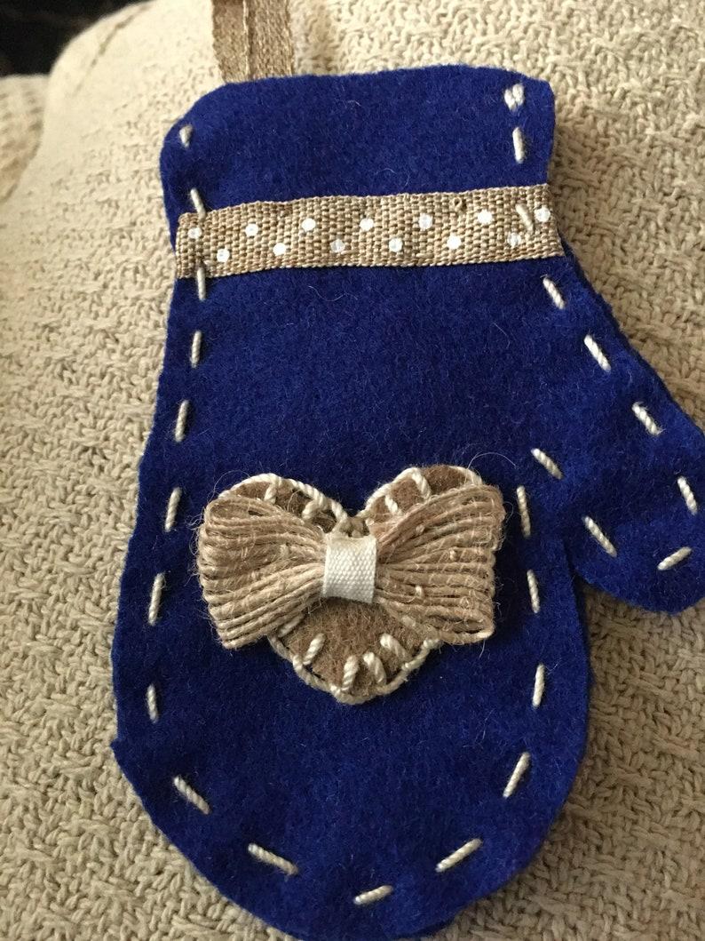 Blue and beige mitten