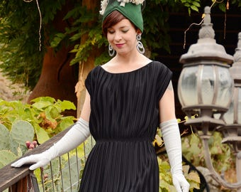 1970s Classic Pleated Little Black Dress Size SMALL/MEDIUM