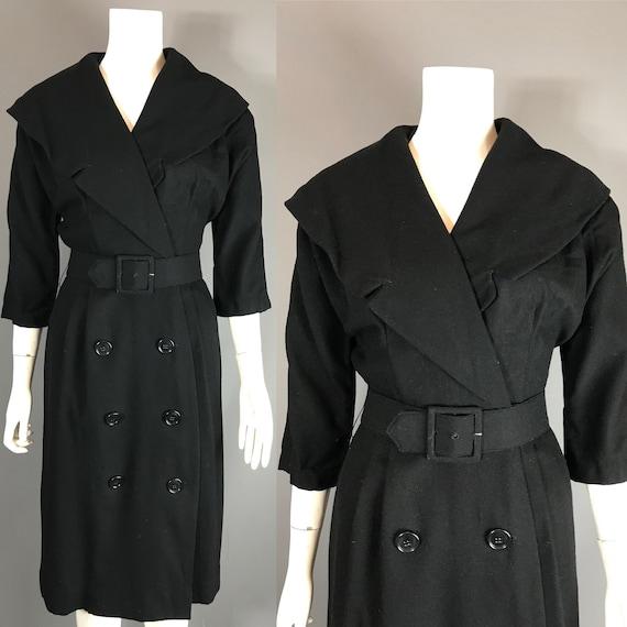 Bombshell 1950s wiggle dress