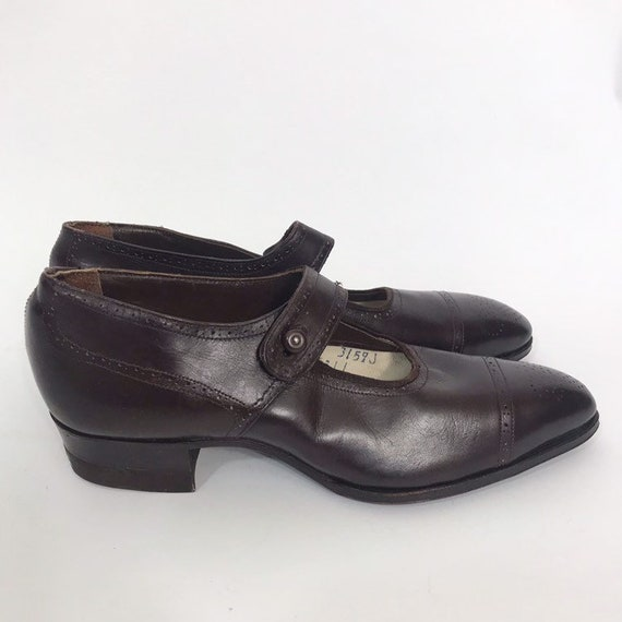 1920s brogue toe Mary Jane shoes