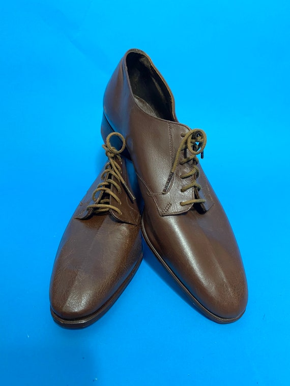 1930s brown lace up shoes