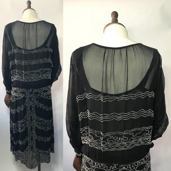 1920s beaded dress in silk chiffon, long sleeves - image 2
