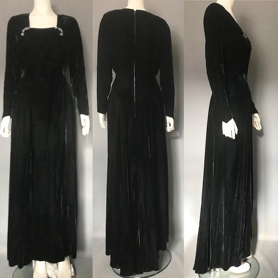 1940s evening gown in black silk velvet