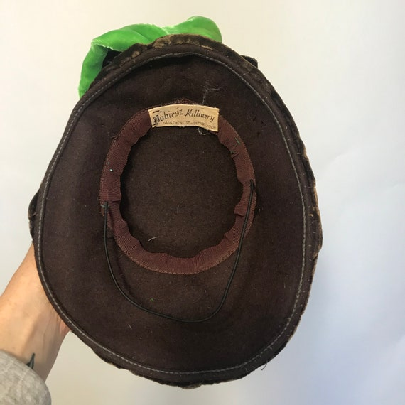1940s tilt hat, brown velvet topper with green ve… - image 10