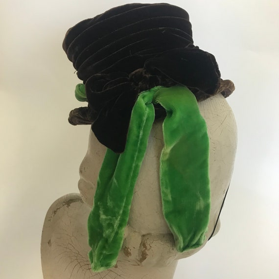1940s tilt hat, brown velvet topper with green ve… - image 6