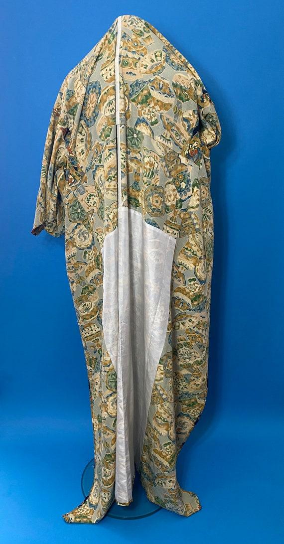 Vintage kimono with novelty print - image 5