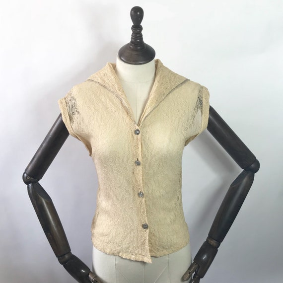 1930s blouse in apricot lace