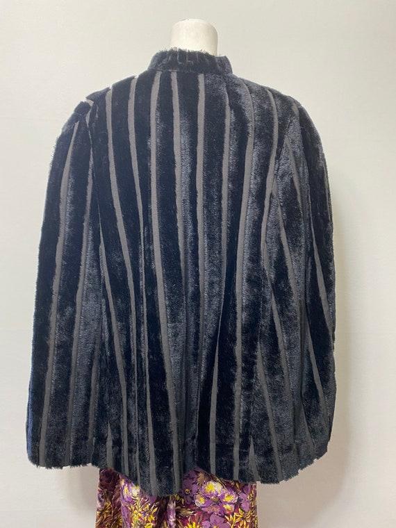 1930s cape, faux fur - image 2