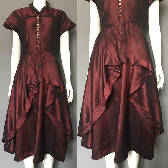 1940s dress in shot taffeta