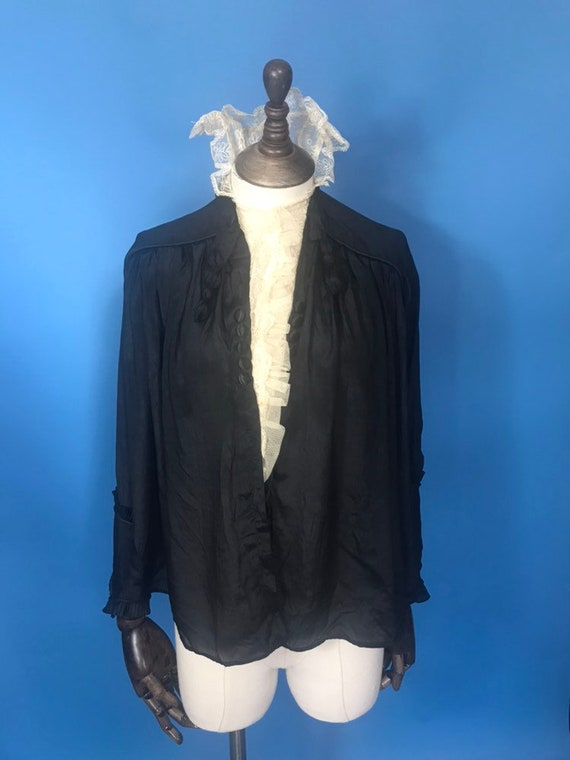 1910s blouse with with stand up collar