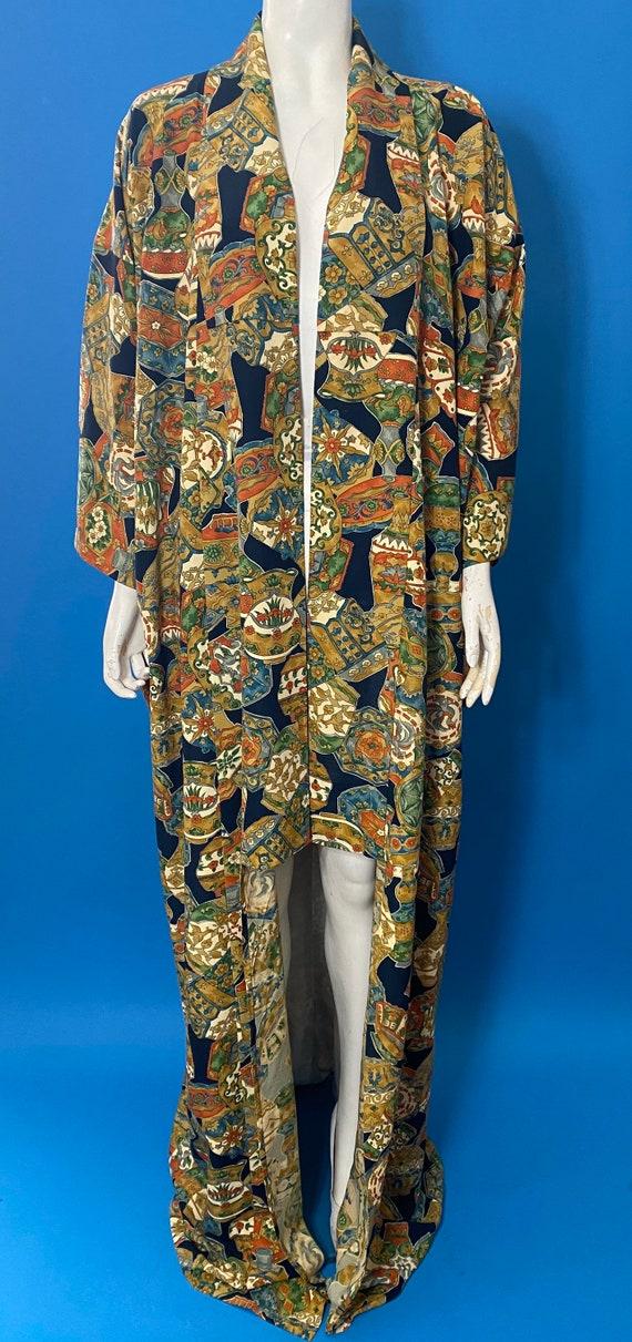 Vintage kimono with novelty print - image 6