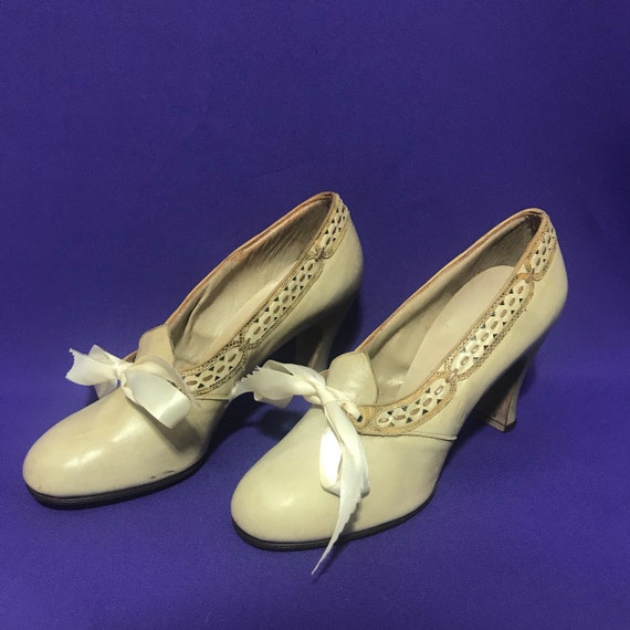 1930s dolly shoes with ribbon laces