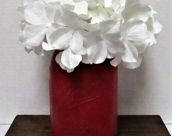 Red Mason Jar Centerpiece, Christmas Centerpiece, Floral Arrangement, Farmhouse  Decor, Country Chic, Shabby Chic