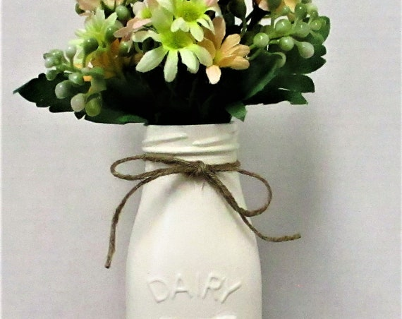 Dairy Milk Bottle Flower Arrangement, Milk Bottle, Centerpiece, Country Chic Decor, Farmhouse Decor, Spring Decor, Mothers Day Gift