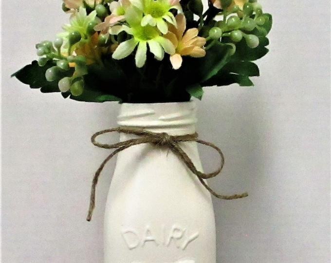 Dairy Milk Bottle Flower Arrangement, Milk Bottle, Centerpiece, Country Chic Decor, Farmhouse Decor, Spring Decor, Mothers Day Gift