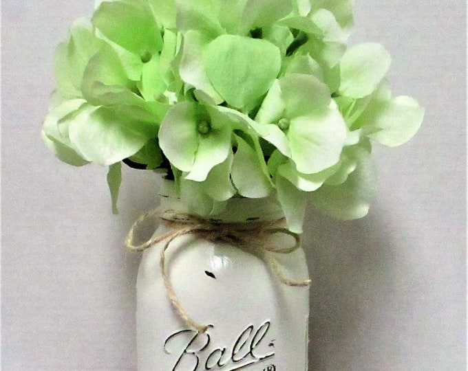 Mason Jar Centerpiece, Hydrangea Arrangement, Country Chic Decor,  Farmhouse Centerpiece, Wedding Decor, Farmhouse Decor,
