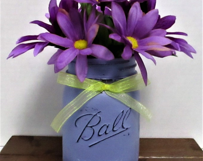 Lavnder Mason Jar Centerpiece / Shabby Chic Decor / Wedding Decor / Home Decor / Rustic Decor / Farmhouse Decor / Summer Flowers
