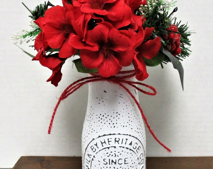 Christmas Milk Bottle Decor, Country Christmas Decor, Milk Bottle, Country Chic Decor, Farmhouse Decor, Christmas Flowers, Rustic Christmas