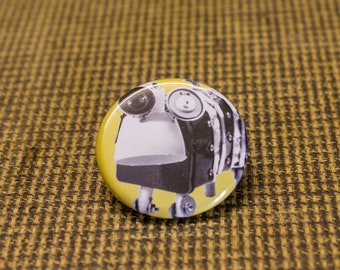 Yellow Robot Button. 1.25 inch Button. Bot Botton. Nerd. Geek. Engineer