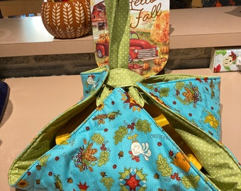 Turquoise Fall themed casserole carrier