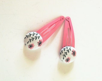 Hair Snap Clips / Pink and White Fabric Cover Buttons
