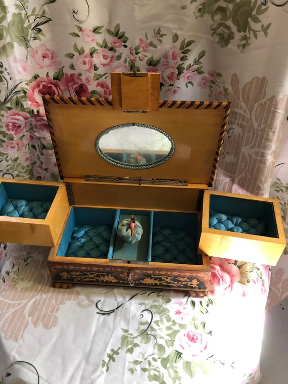 Spectacular vintage wood inlaid jewelry box, danci
