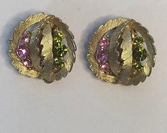 ON  SALE Vintage Green adn Pink Circular Clip on Earrings: LISNER Pg
