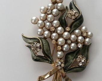 ON  SALE Vintage FRANCOIS Pearl and Clear Rhinestone Brooch  Item: Fran