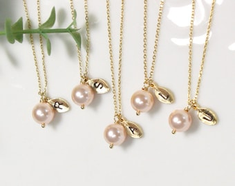 Bridesmaid gifts - Set of 4, 5, 6 -Leaf initial, peach pearl necklace,Personalized necklace, Swarovski Pearl Charm , Bridesmaids Gift
