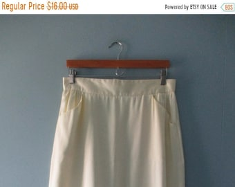ON SALE Vintage Allure Canada butter cream pencil skirt with pockets / Union made vintage midi skirt / size large 15/16