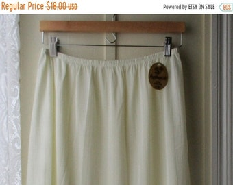 ON SALE 1960's new old stock half slip / Creamy off-white slip with lace trim / Mid century lingerie / Size Large