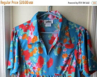 ON SALE Bright & Sassy Floral Print Day Dress / Vintage House Dress by Metropolitan / Teal Loungewear w/ Bold Flowers / Size Large