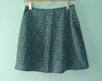 1990's periwinkle blue floral print mini skirt / Sweet high-waisted mini in tiny flower print / Size XS Size 2