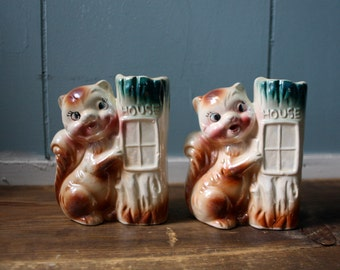A pair of 1950's ceramic squirrel planters / Kitchy home decor / nursery office decor
