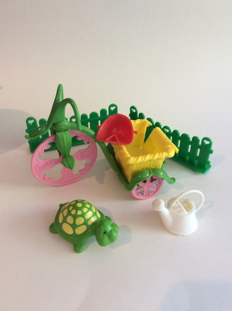 Vintage Lot Of Strawberry Shortcake Doll Accessories Stove Turtle Baker Stand Bike Toys Games