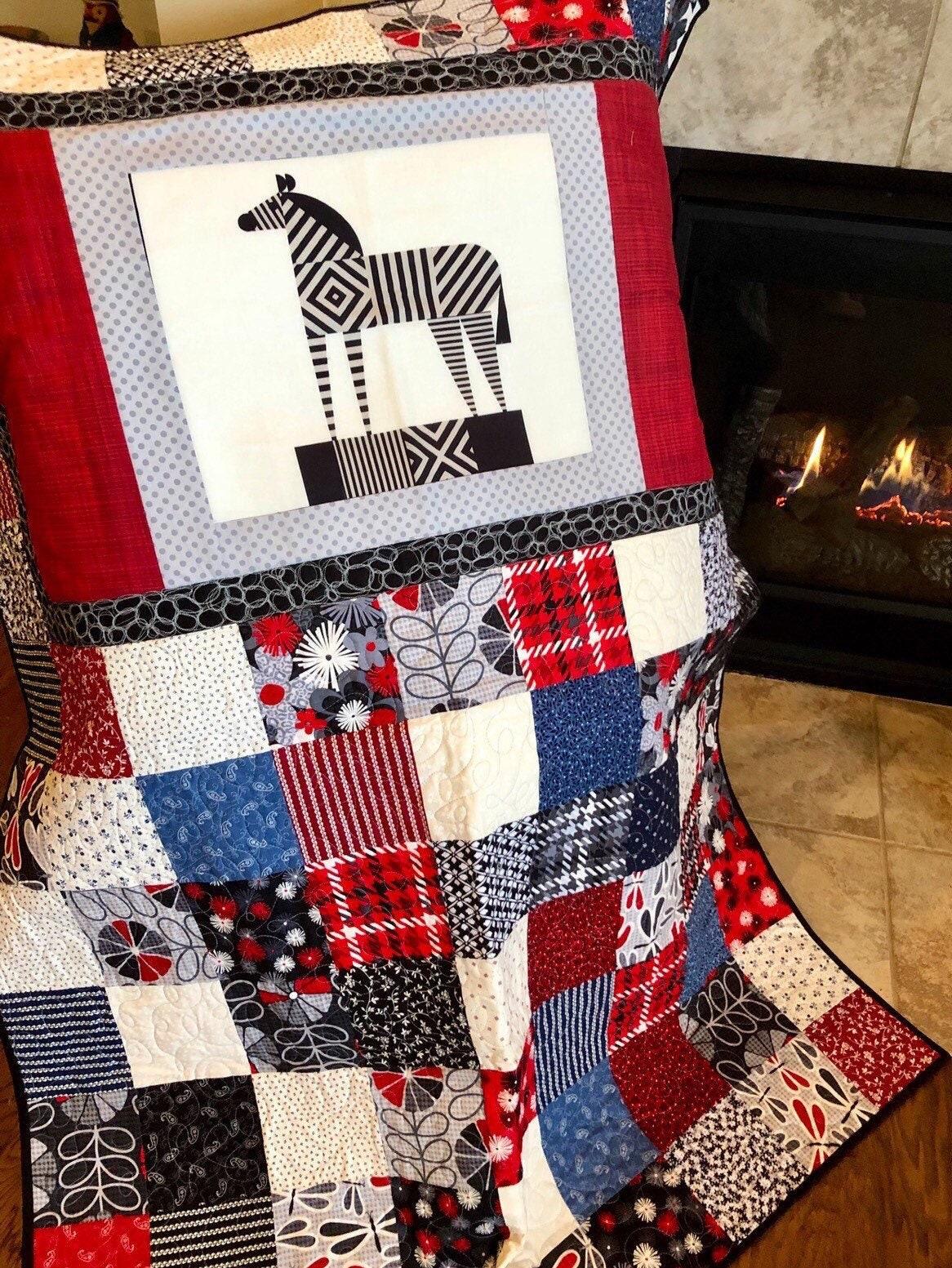 """Geometric Zebra Contemporary Quilt - 45"""" x 58"""" - En vedette au Farragut TN Quilt Show - Great Housewarming Gift - Ready to Ship!"""