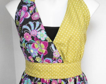Womens Apron, Kitchen Apron, Full Apron, Craft Apron, Floral Apron, Cotton Apron, Two Pockets, Handmade Apron, One Size fits 7-16