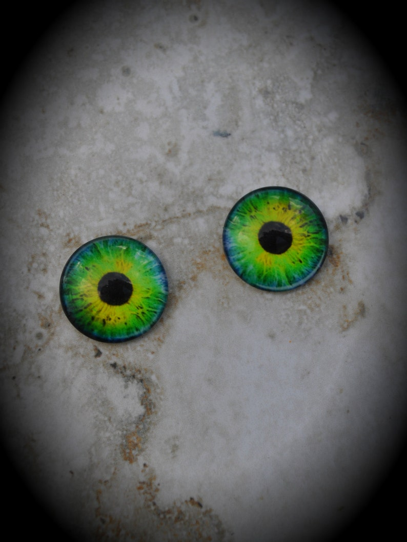 20mm Iris Cat Eye Glass Cabochon Z156