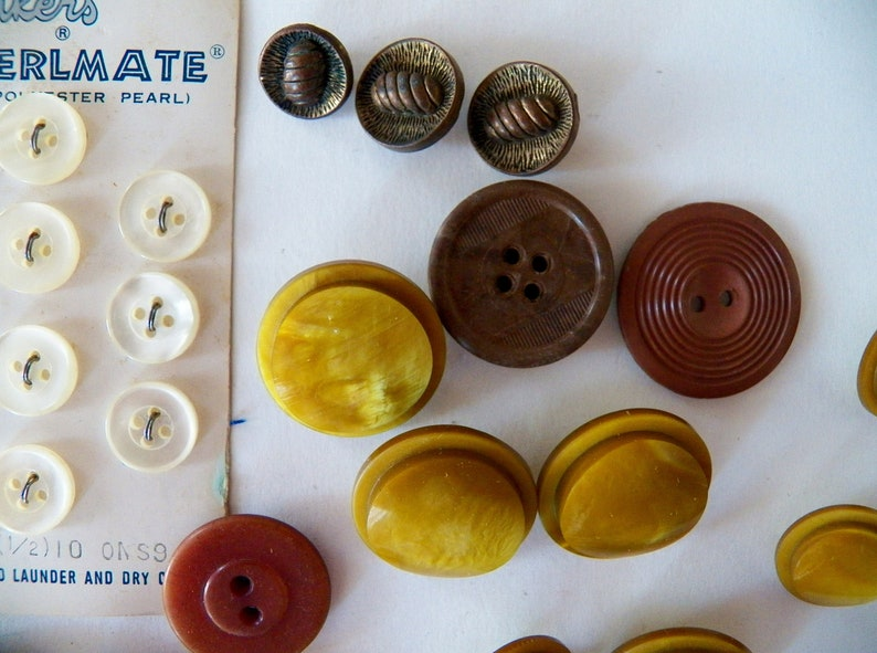 66 Vintage Mid Century Buttons Le Bouton Perlmate Plastic More Great for Projects Junk Journals Scrap booking  Sewing /& Crafting